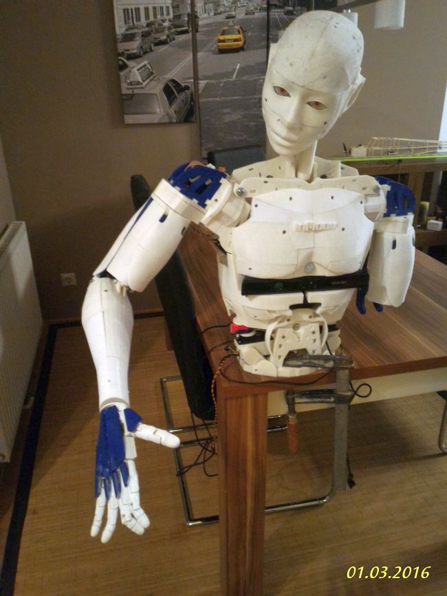 Fully movable humanoid robot from a 3D printer