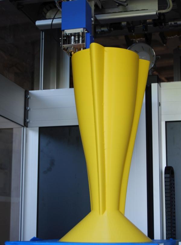 3D-Drucker druckt Barhocker
